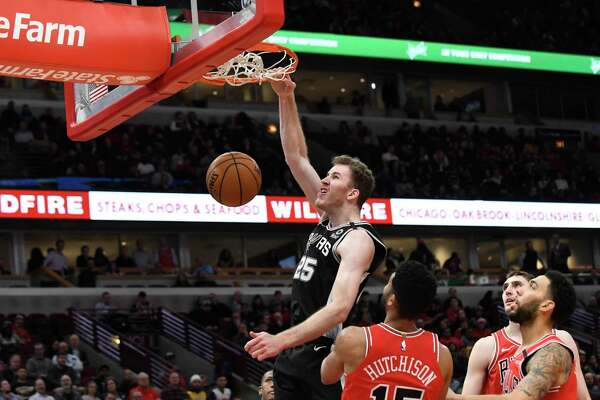 San Antonio Spurs center Jakob Poeltl (25) dunks the ball against the Chicago Bulls during the second half of an NBA basketball game Monday, Jan. 27, 2020, in Chicago. (AP Photo/David Banks)