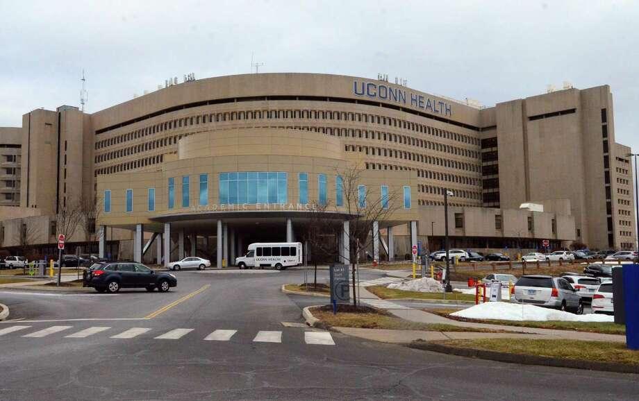 UConn Heath in Farmington, Conn. Photo: Christian Abraham / Hearst Connecticut Media / Connecticut Post