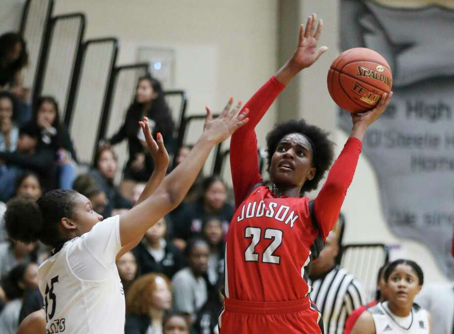 Judson's Amira Mabry (22) takes a shot against Steele's Aja Holmes (15) during their District 26-6A girls basketball game on Jan. 28, 2020. Judson defeated Steele, 68-44. Photo: Kin Man Hui /Staff Photographer / **MANDATORY CREDIT FOR PHOTOGRAPHER AND SAN ANTONIO EXPRESS-NEWS/NO SALES/MAGS OUT/ TV OUT