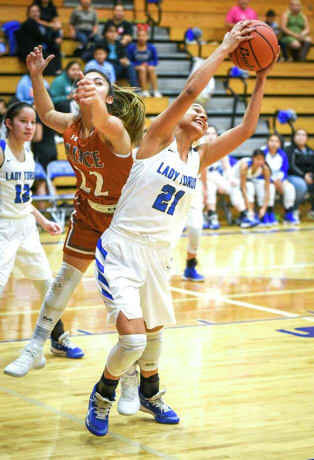 Joseline Rodriguez had team highs of 14 points and seven rebounds in Tuesday's 58-39 win over Alice. Photo: Danny Zaragoza / Laredo Morning Times