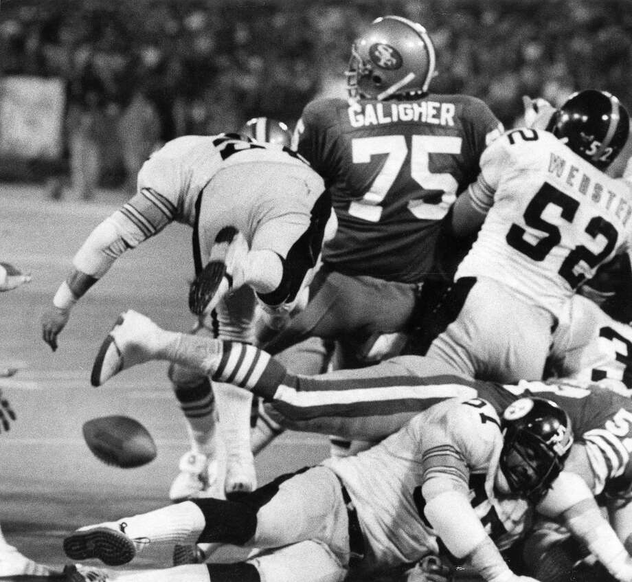 San Francisco 49er Ed Galigher (75) is among those scrambling for a fumble in a game against the Pittsburgh Steelers. Photo: John Storey / San Francisco Chronicle 1978