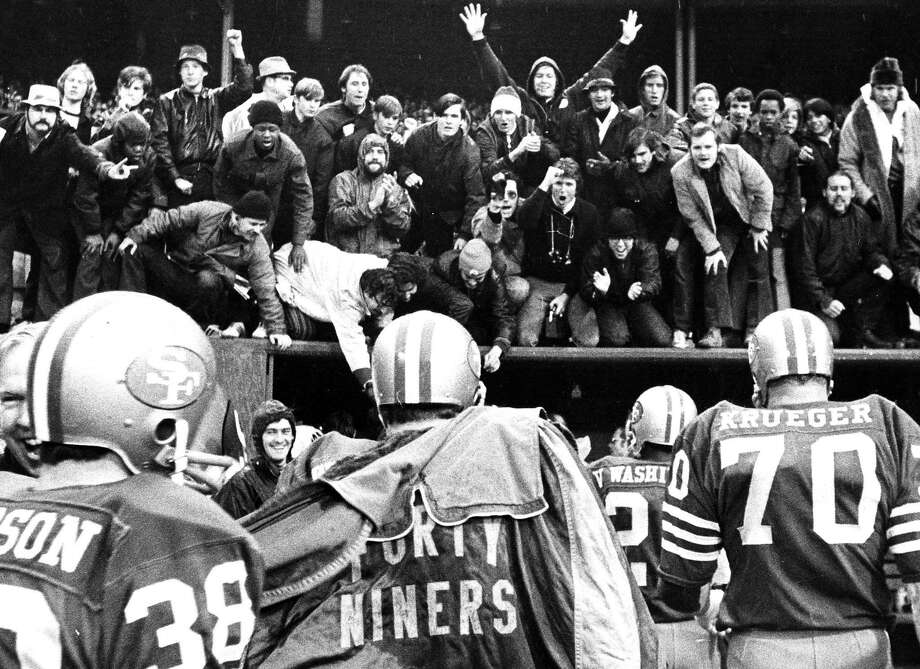 The Candlestick Faithful cheer for the 49ers walking into the tunnel after beating Washington in 1971. Photo: William S. Young / The Chronicle
