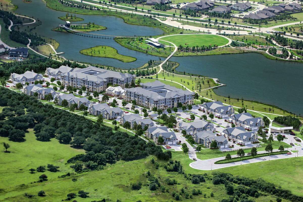 Lakeside Row The Residences is a312-unit multifamily complex open in Bridgeland, an 11,400-acre master planned community by the Howard Hughes Corporation located along the Grand Parkway in Cypress.