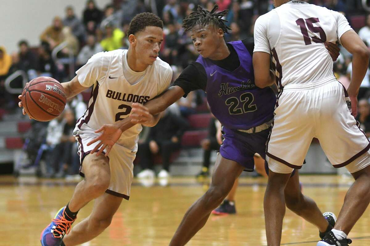 Summer Creek senior guard Dylen Scales (2) drives to the hoop against Humble defender Jakobe Bradford (22) in the second quarter of their District 22-6A matchup at SCHS on January 28, 2020.
