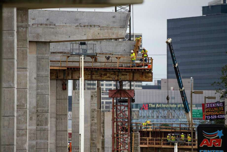 Work continues on pylons that will support connectors between Loop 610 northbound and Interstate 69 northbound on Jan. 29, 2020, in Houston. Photo: Mark Mulligan, Houston Chronicle / Staff Photographer / © 2020 Mark Mulligan / Houston Chronicle