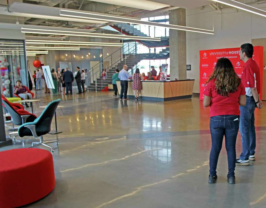 Students greeted guests?at the University of Houston Sugar Land campus for the grand opening of the new College of Technology building on Thursday, Sept. 12. Photo: Kristi Nix