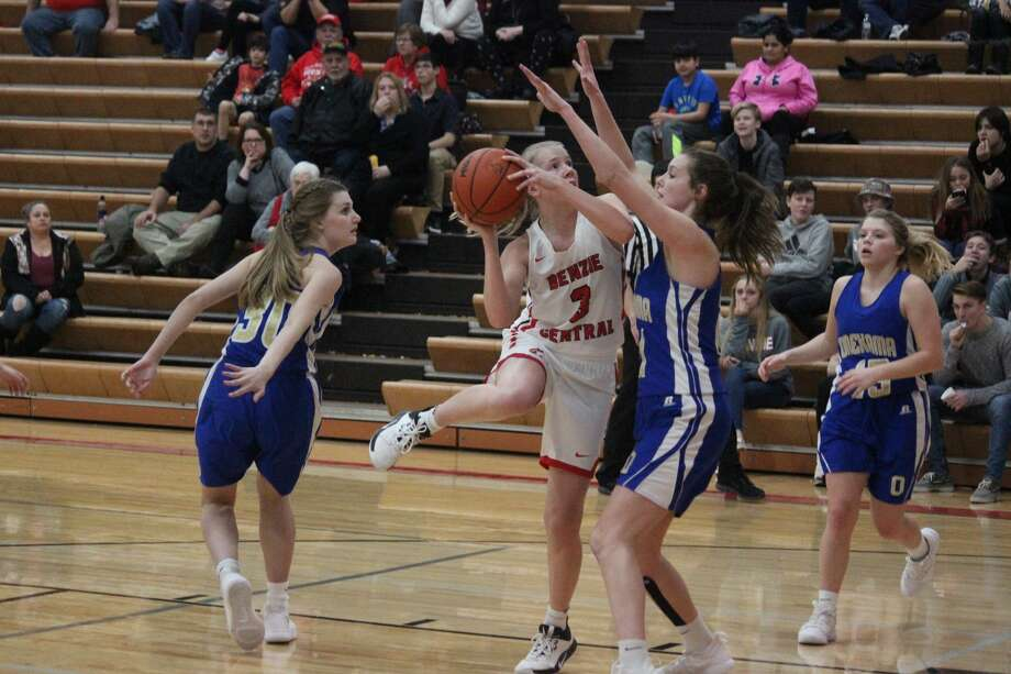 Jenna Cole uses her body to create space for a hook shot late in the third quarter on Jan. 28. Photo: Robert Myers