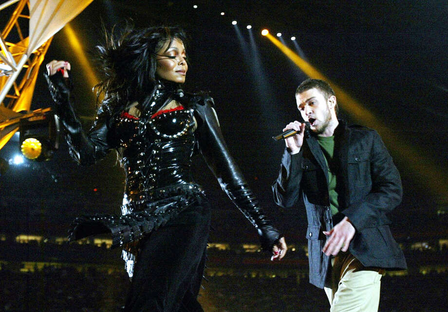 Scroll through to see the 13 worst disasters in Super Bowl halftime history. Photo: JEFF HAYNES/AFP Via Getty Images / 2004 AFP