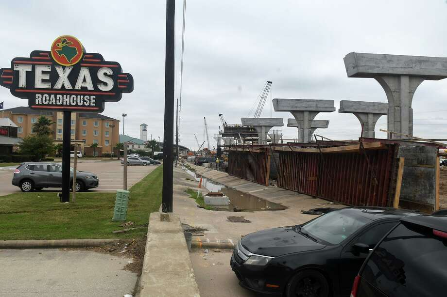 Work continues on the bridge at the intersection of FM 1960 and Hwy 290 in Cypress which borders the west parking lot of Texas Roadhouse. Photo: Jerry Baker, Houston Chronicle / Contributor / Houston Chronicle