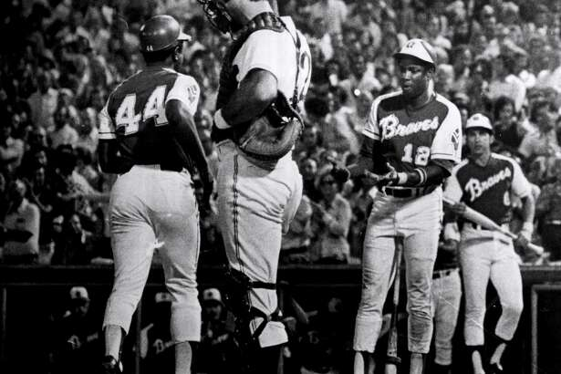 UNKNOWN - AUGUST 17, 1973: Dusty Baker of the Atlanta Braves congratulates teammate Hank Aaron after Aaron's 703rd home run (Photo by Sporting News via Getty Images via Getty Images)