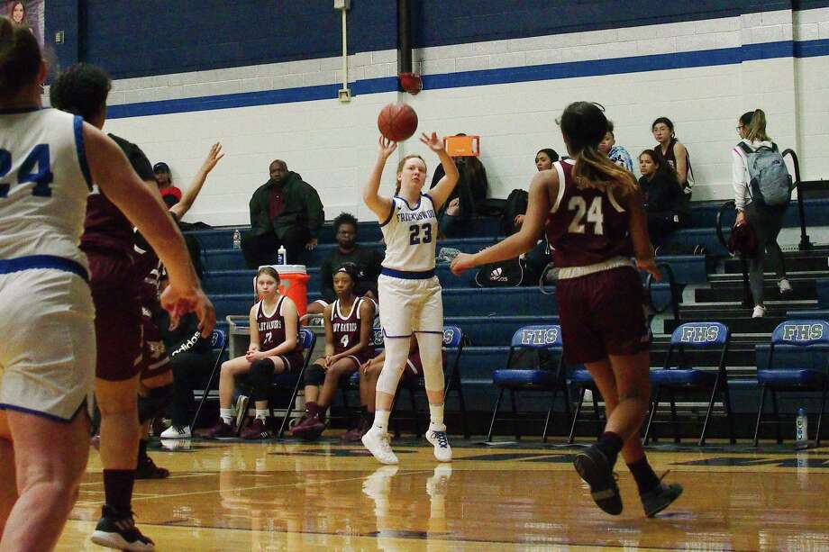 Friendswood's Ashlyn Ryall (23) puts up a shot against Baytown Lee recently at Friendswood High School. Photo: Kirk Sides / Staff Photographer / © 2020 Kirk Sides / Houston Chronicle