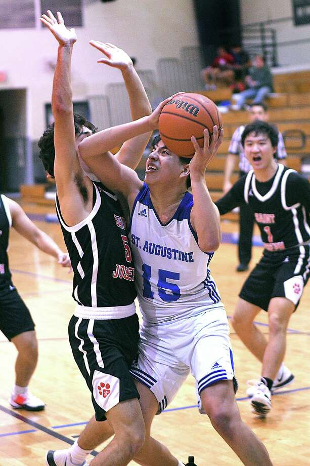 Chris Ramirez had game highs of 21 points and 18 rebounds Wednesday in St. Augustine's 74-56 win at home over Brownsville St. Joseph's. Photo: Cuate Santos /Laredo Morning Times / Laredo Morning Times
