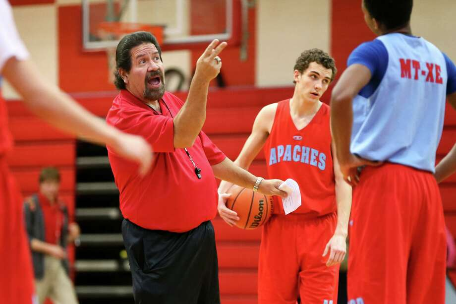 Antonian boys basketball coach Rudy Bernal earned his 700th career victory in the Apaches' 66-58 win over Central Catholic. Photo: Marvin Pfeiffer /San Antonio Express-News / Express-News 2015