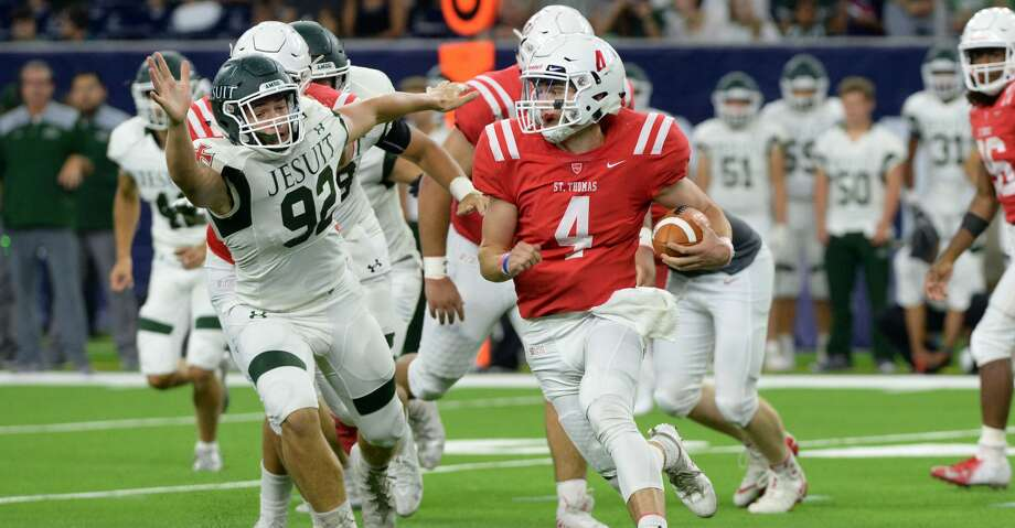 Quarterback Peyton Matocha (4) of St. Thomas carries the ball in the second quarter of a high school football game between the Strake Jesuit Crusaders and the St. Thomas Eagles on Friday, August 31, 2018 at NRG Stadium, Houston, TX. Photo: Craig Moseley/Staff Photographer