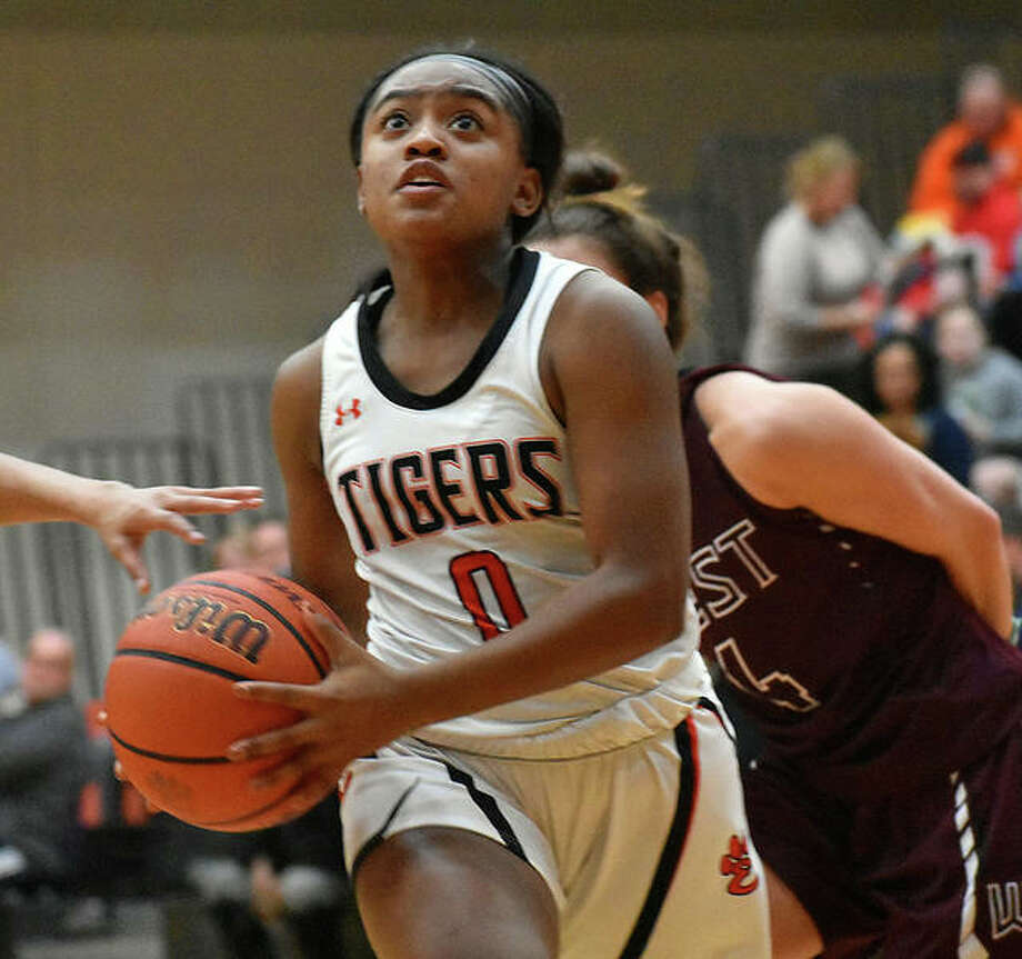 EHS senior guard Quierra Love drives to the basket in the second quarter against Belleville West on Thursday in Edwardsville. Photo: Matt Kamp|The Intelligencer