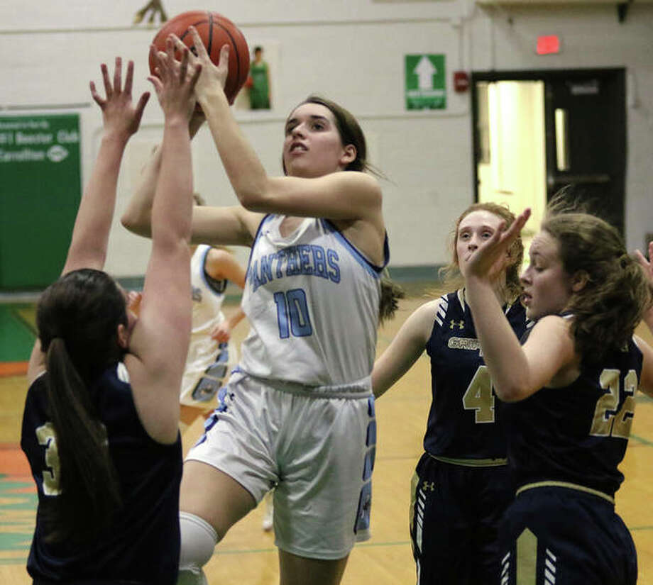 Jersey's Abby Manns (10) shoots over Father McGivney's Madison Webb (left) after getting past Anna McKee and Charlize Luehmann on Thursday night in the semifinals of the Carrollton Tournament. Photo: Greg Shashack / The Telegraph