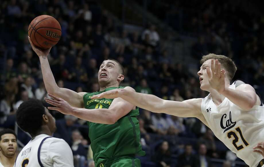 Oregon's Payton Pritchard goes past Cal's Lars Thiemann (21). Pritchard was held to two points in the first half and scored 19 in the second. Photo: Ben Margot / Associated Press
