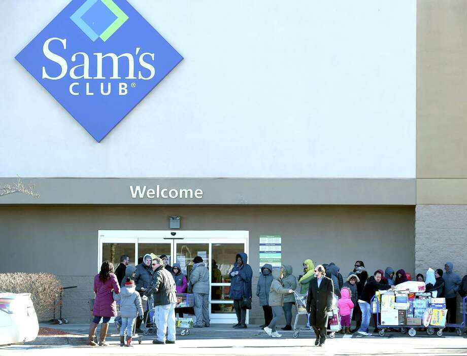 Shoppers outside of the entrance to former Sam's Club in Orange . The store closed in 2018. Photo: Arnold Gold / Hearst Connecticut Media / New Haven Register