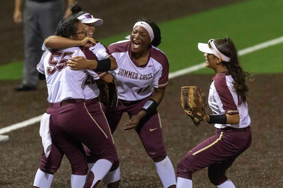 Summer Creek's Dani Moreno (55), Tauryn Cummings (15) and others celebrate after defeating Dawson 8-6 in an area round high school softball playoff game at Humble High School on Friday, May 3, 2019, in Humble, Texas. Photo: Joe Buvid, Houston Chronicle / Contributor / © 2019 Joe Buvid