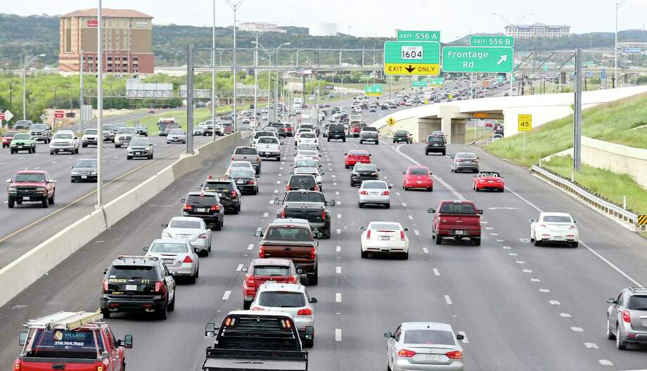 A view of traffic on Interstate 10 near Loop 1604 in 2016. The I-10 eastbound main lanes will be closed Saturday at the Boerne Stage Road intersection. Photo: Edward A. Ornelas /San Antonio Express-News / © 2016 San Antonio Express-News