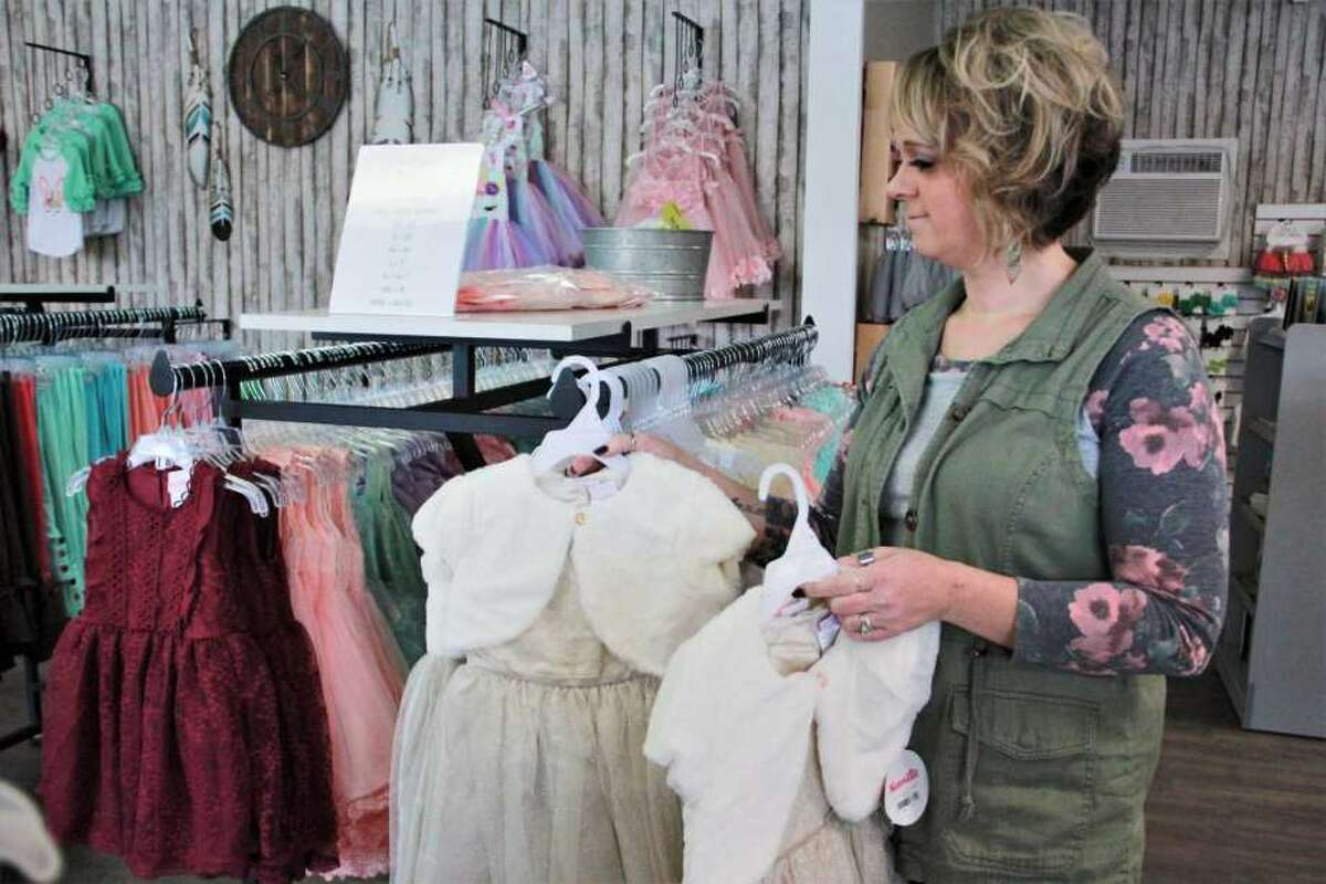 Everleigh Ray's Piggies and Pearls owner Angela Gross is moving into her new location, filling the recently vacated storefront beside Kilwin's.