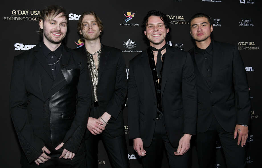 BEVERLY HILLS, CALIFORNIA - JANUARY 25: (L-R) Michael Clifford, Luke Hemmings, Ashton Irwin and Calum Hood of 5 Seconds of Summer attend G'Day USA 2020 | Standing Together Dinner at the Beverly Wilshire Four Seasons Hotel on January 25, 2020 in Beverly Hills, California. Photo: Rodin Eckenroth, Getty Images For G'Day USA / 2020 Getty Images