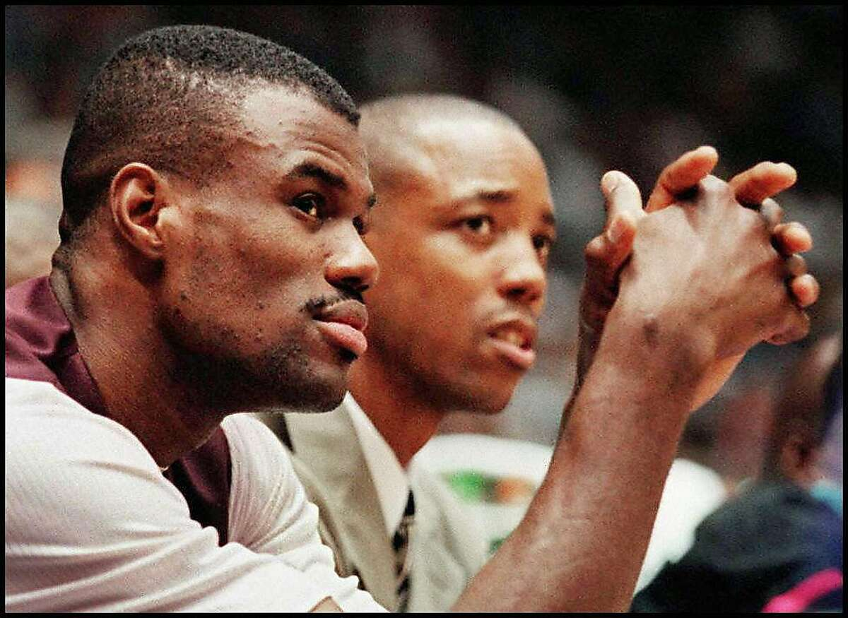 LOS ANGELES, CA - NOVEMBER 23: David Robinson (L) of the San Antonio Spurs watches from the bench as his team looses to the Los Angeles Lakers, 96-86, during their 22 November game in Los Angeles, California. Robinson, a seven-year NBA all-star center, has been on the injured list with a bad back and is not expected to play until mid-December. (Photo credit should read VINCE BUCCI/AFP/Getty Images) LOS ANGELES, CA - NOVEMBER 23: David Robinson (L) of the San Antonio Spurs watches from the bench as his team looses to the Los Angeles Lakers, 96-86, during their 22 November game in Los Angeles, California. Robinson, a seven-year NBA all-star center, has been on the injured list with a bad back and is not expected to play until mid-December. (Photo credit should read VINCE BUCCI/AFP/Getty Images)