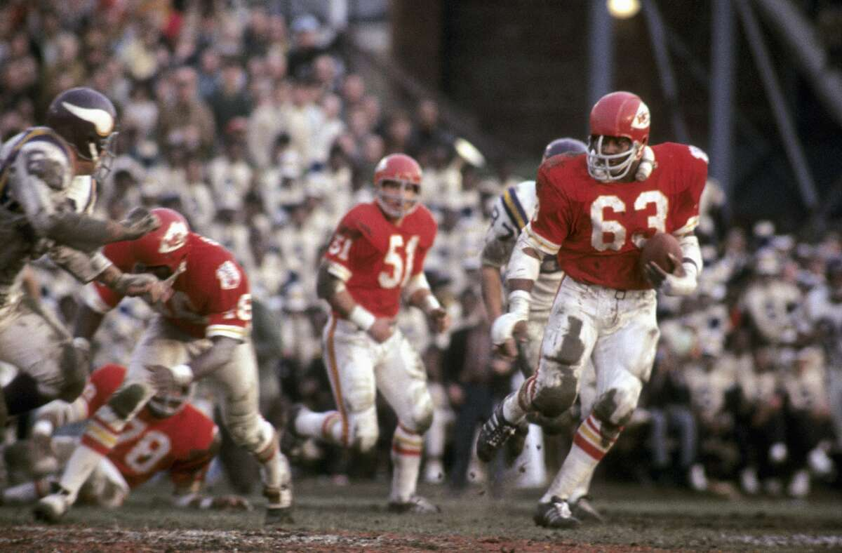 NEW ORLEANS, LA - JANUARY 11, 1970: Linebacker Willie Lanier #63 of the Kansas City Chiefs runs with the ball during the fourth quarter of Super Bowl IV on January 11, 1960 against the Minnesota Vikings at Tulane Stadium in New Orleans, Lousiana. (Photo by Tony Tomsic/Getty Images)