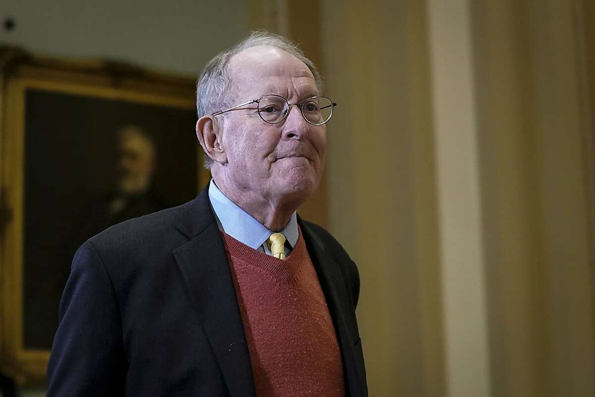 WASHINGTON, DC - JANUARY 31: Sen. Lamar Alexander (R-TN) leaves the Senate chamber during a recess in the Senate impeachment trial of U.S. President Donald Trump at the U.S. Capitol on January 31, 2020 in Washington, DC. On Friday, Senators are expected to debate and then vote on whether to include additional witnesses and documents. (Photo by Drew Angerer/Getty Images)