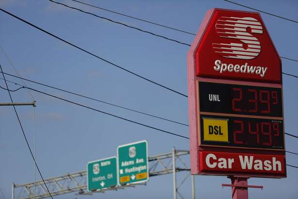 A Marathon Petroleum Corp. Speedway gas station in Huntington, W.Va., on Oct. 18, 2016. MUST CREDIT: Bloomberg photo by Luke Sharrett.