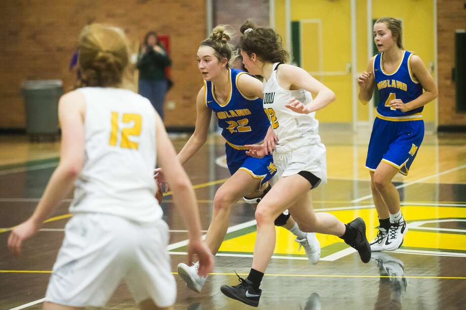 Midland's Anna Tuck dribbles down the court during a game against Dow Friday, Jan. 31, 2020 at H. H. Dow High School. (Katy Kildee/kkildee@mdn.net) Photo: (Katy Kildee/kkildee@mdn.net)