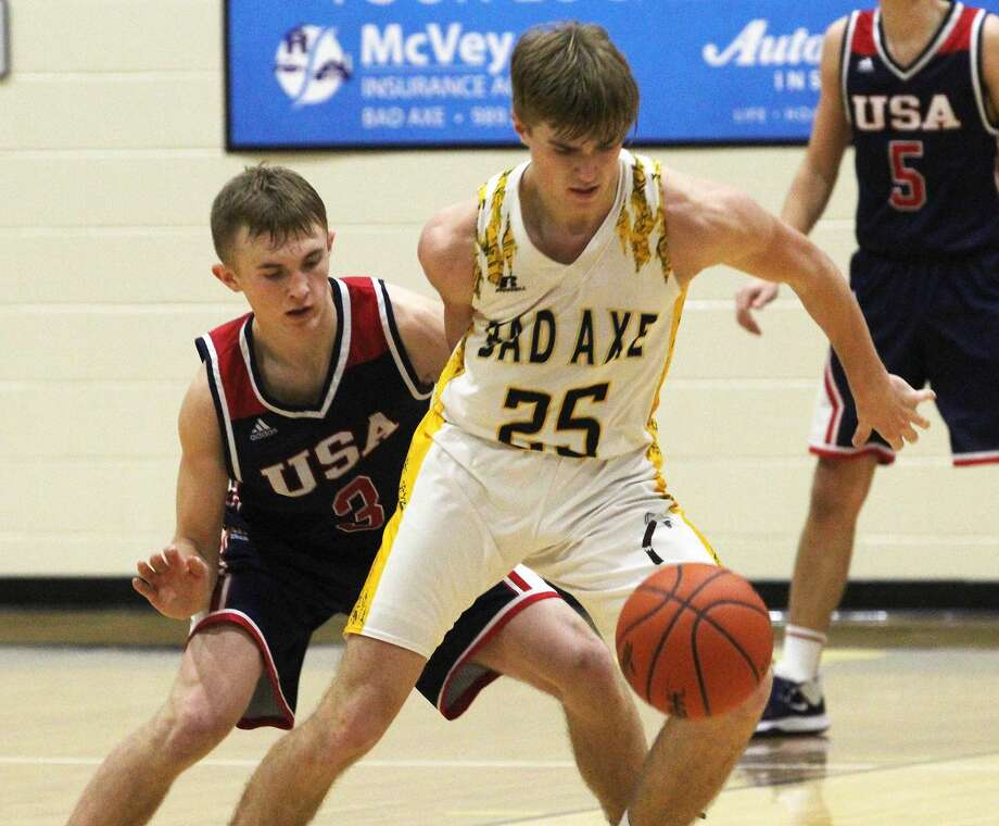 The USA boys basketball team engineered a late-game comeback to capture a 42-41 victory in Bad Axe on Friday, Jan. 31, 2020. Photo: Mark Birdsall/Huron Daily Tribune