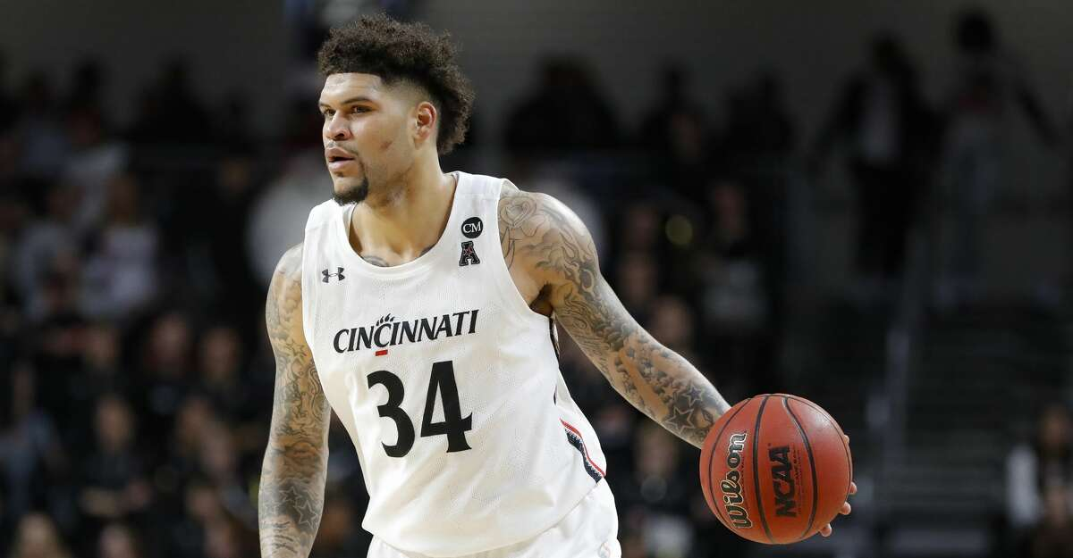 Cincinnati's Jarron Cumberland looks to pass during the second half of an NCAA college basketball game against SMU, Tuesday, Jan. 28, 2020, in Cincinnati. (AP Photo/John Minchillo)
