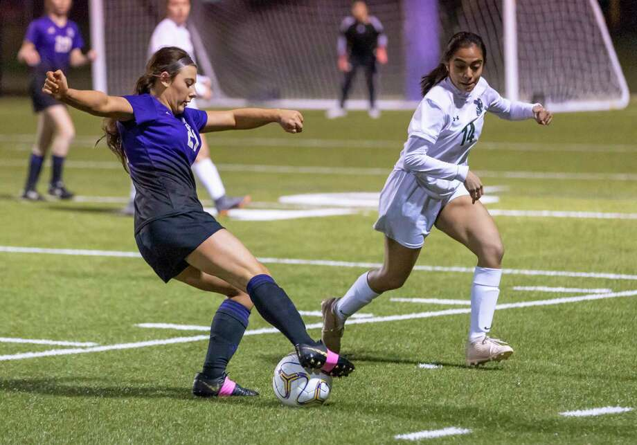 Montgomery defender Ashlyn Herman (21) prepares to pass the ball under pressure from Huntsville forward Ana Landeros (14) in a District 20-5A match in Montgomery, Friday, Jan. 31, 2020. Photo: Gustavo Huerta, Houston Chronicle / Staff Photographer / Houston Chronicle