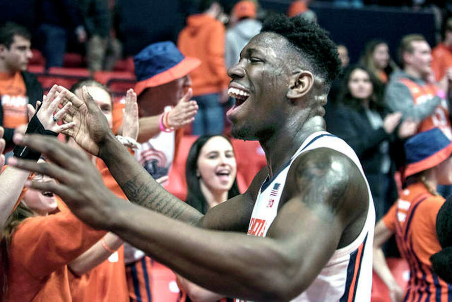 Illinois' Kofi Cockburn celebrates Thursday night's victory over Minnesota in Champaign. The No. 19 Illini will play at No. 18 Iowa Sunday. Photo: Holly Hart | AP Photo