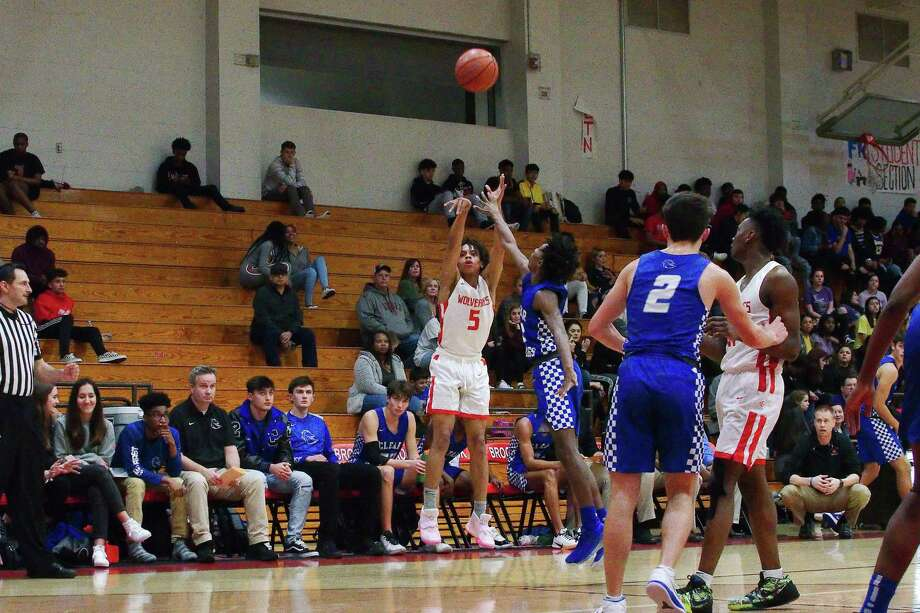 Clear Brook's KeMauri Millender (5) puts up a shot over Clear Springs' Allen Singleton (3) Tuesday at Clear Brook High School. Millender hit a game-winning 3-pointer at the buzzer for a 50-48 Wolverine victory. Photo: Kirk Sides / Staff Photographer / © 2020 Kirk Sides / Houston Chronicle