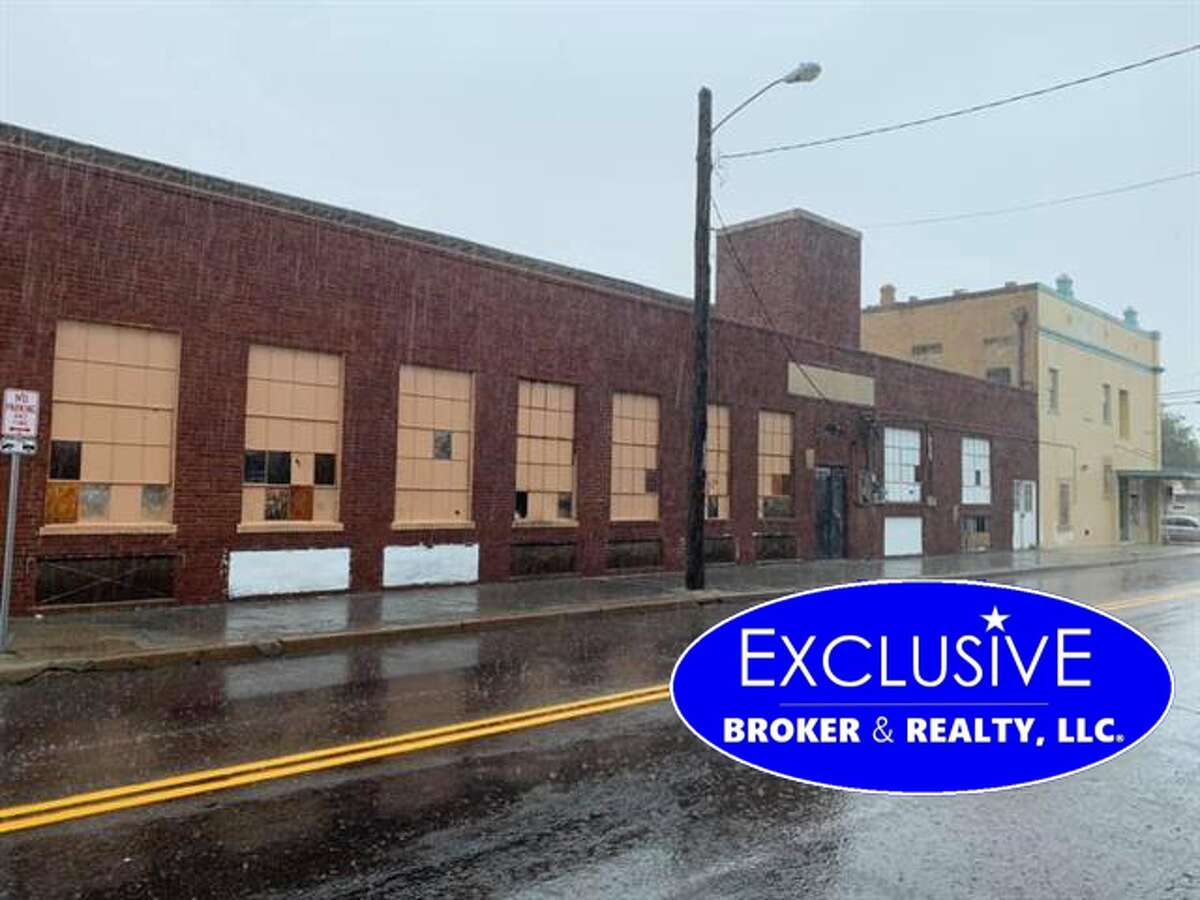 1501 Lincoln St Click the address for more information $2,500,000. SqFt Warehouse: 11,776. Sqft office area: 2,352. # of unites 21-50. Total SqFt 14,128. Parking # 6-10. Bathrooms 4+. Year Built 1902. Amenities: Wood Frame, Brick Veneer, Block, Pre-cast Concrete, Masonry and Steel, Steel and Glass, Stucco, Fiber Cement. Elevator, Restroom-Private, Inside Storage Zone: 01 Western Division - S of Markley St. and Canal, W of Zacate Creek. professional services, retails, bars, restaurants, warehouse, wholesale, food business, mechanic, gyms, schools, supplies, shopping centers, medical/dental, clinic, etc! Mario A Zaragoza: Exclusive Broker & Realty, LLC mariozaragoza@yahoo.com, 956-2829675