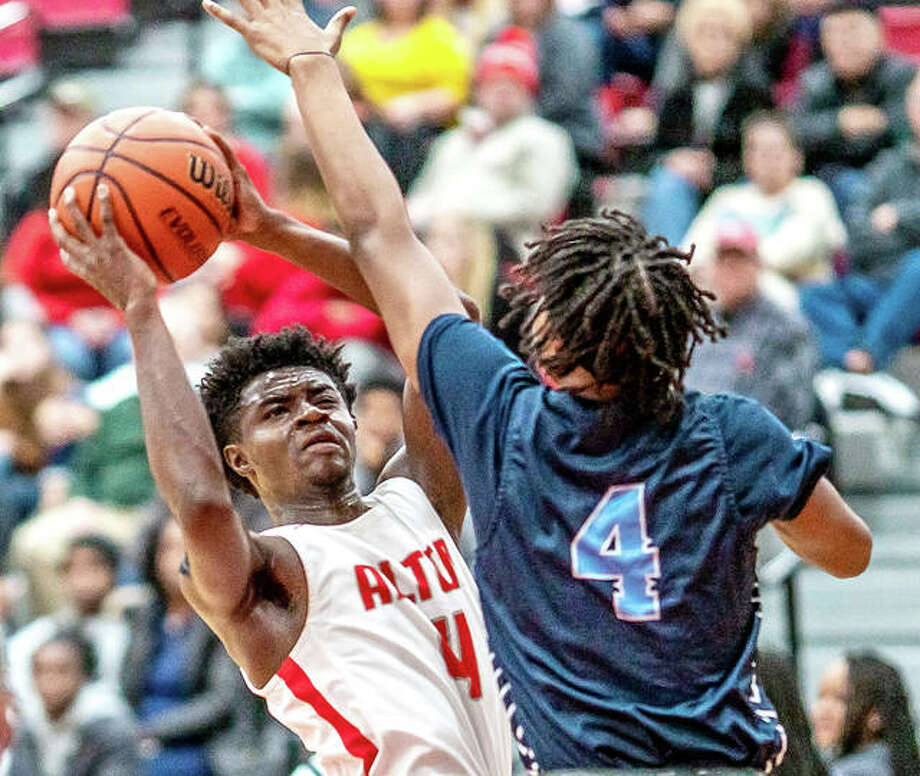 Alton's Ky'lun Rivers, left, scored 24 points, including 20 in the second half, to propel the Redbirds to a 67-52 victory over Decatur Eisenhower Saturday in the fifth game of the inaugural Alton High School Basketball Shootout at Alton High School. Photo: Greg Shashack File | The Telegraph