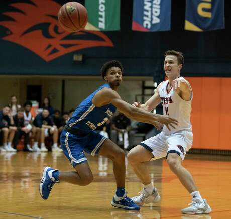 Runner guard Erik Czumbel passes the ball as Donovan Sims looks on during the first half as UTSA hosts Middle Tennessee in men's basketball at the UTSA Convocation Center on Feb. 1, 2020. Middle Tennessee beat the Roadrunners 83-80.