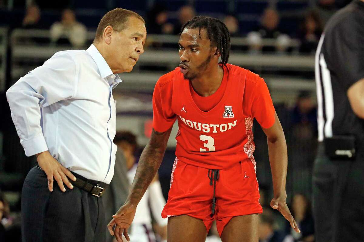 University of Houston coach Kelvin Sampson disputed an officiating call that led to the ejection of point guard DeJon Jarreau for biting late in Saturday's loss to Cincinnati.