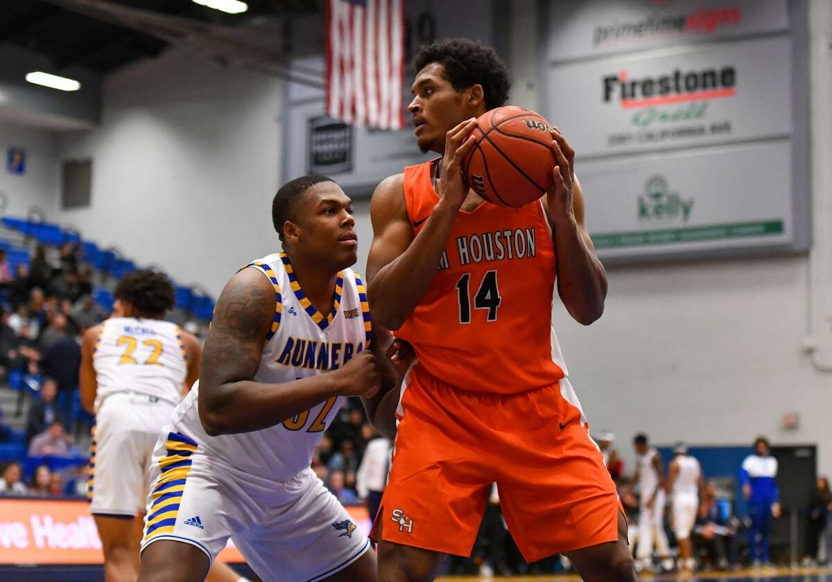 BAKERSFIELD, CA - NOVEMBER 26: Cal State Bakersfield Roadrunners forward Shawn Stith (32) defends Sam Houston State Bearkats center Kai Mitchell (14) as he looks to pass the ball during a college basketball game between the Sam Houston BearKats and the Cal State Bakersfield Roadrunners on November 26, 2019, at Icardo Center in Bakersfield, CA. (Photo by David Dennis/Icon Sportswire via Getty Images)