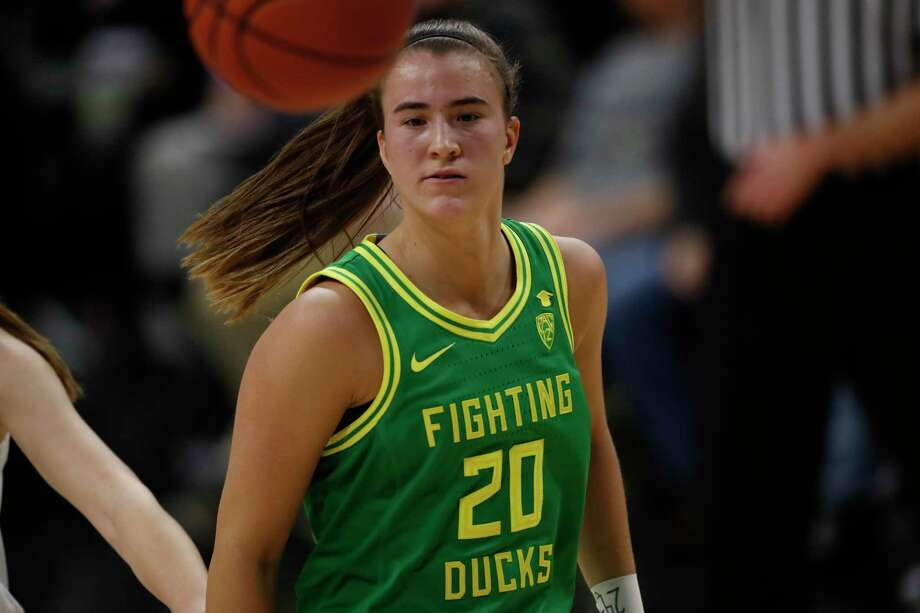 Sabrina Ionescu and third-ranked Oregon face No. 4 UConn on Monday in Storrs. Photo: David Zalubowski / Associated Press / Copyright 2020 The Associated Press. All rights reserved.