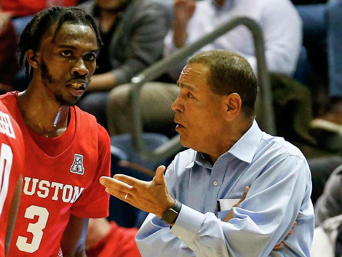 UH guard DeJon Jarreau (3) apologized Sunday to coach Kelvin Sampson, right, as well as to Cincinnati and its coach after biting a Bearcats player in the Cougars' 64-62 road loss Saturday.
