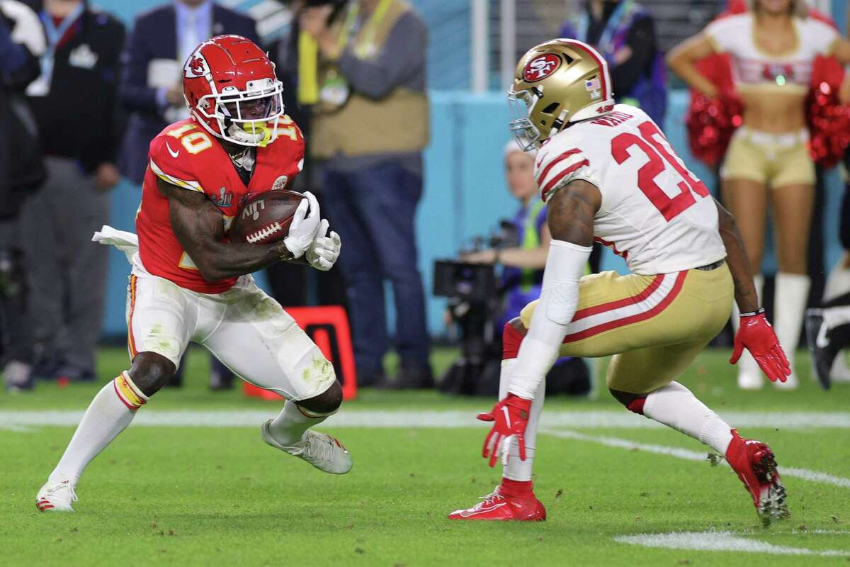 MIAMI, FLORIDA - FEBRUARY 02: Tyreek Hill #10 of the Kansas City Chiefs attempts to break a tackle from Jimmie Ward #20 of the San Francisco 49ers in Super Bowl LIV at Hard Rock Stadium on February 02, 2020 in Miami, Florida. (Photo by Jamie Squire/Getty Images)