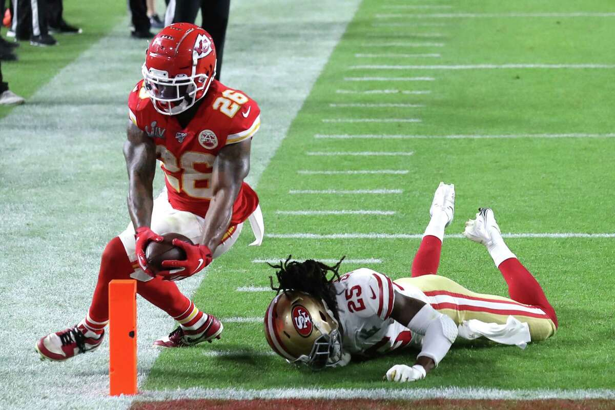 MIAMI, FLORIDA - FEBRUARY 02: Damien Williams #26 of the Kansas City Chiefs dives into the endzone for a touchdown against the San Francisco 49ers during the fourth quarter in Super Bowl LIV at Hard Rock Stadium on February 02, 2020 in Miami, Florida. (Photo by Al Bello/Getty Images)