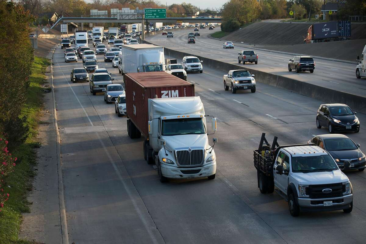 Traffic going smooth after Houston Police Department reopen the Interstate Highway 10 westbound at Waco Street on Tuesday, Dec. 17, 2019, in Houston. A rig struck the Waco Street bridge early Tuesday morning and the highway was temporarily shut down.