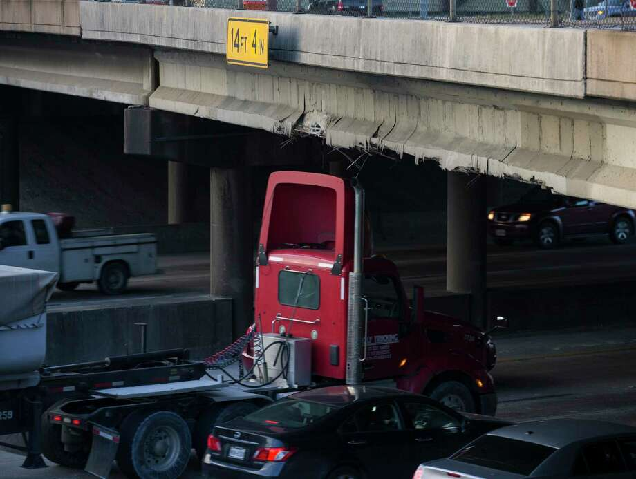 The Waco Street bridge was damaged after a rig struck the span while traveling westbound Interstate 10 on Dec. 17, 2019, in Houston. Photo: Yi-Chin Lee, Houston Chronicle / Staff Photographer / © 2019 Houston Chronicle