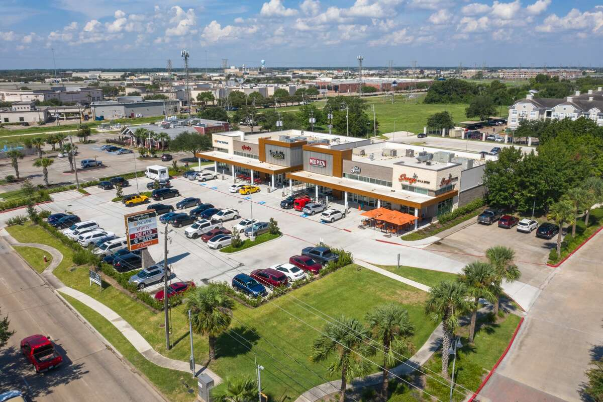 Tenants in the center at 820 W. Bay Area Blvd. include Snooze A.M. Eatery, Mod Pizza, Hopdoddy, Main Squeeze Juice, Xfinity and PNC Bank. Crow Holdings purchased the center from Baker Katz.