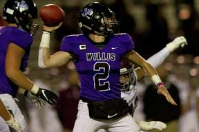 Willis quarterback Steele Bardwell (2) leads the offense with a year and a half of starting under his belt.