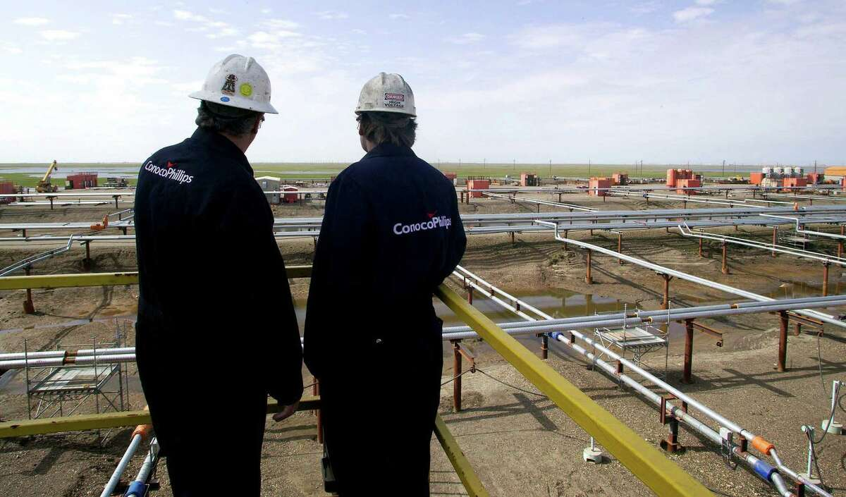 Houston oil independent ConocoPhillips on Tuesday said it lost $772 million during the fourth quarter, compared with a loss of $450 million in the third quarter and a profit of $260 million in the second quarter.